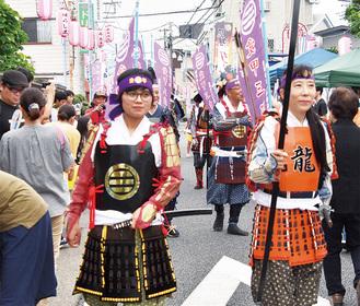 手作り甲冑のパレードも大人気だった