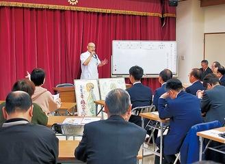 カイロプラクティックについて解説する長谷川院長