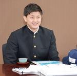 小林市長を表敬訪問し、入団の喜びを語る井上さん