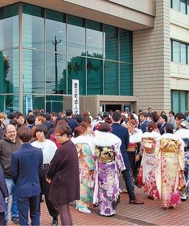 同窓生が集い、人生の節目でもある成人式(写真は2020年愛川町)