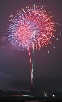 棚沢スポーツ広場から打ち上げられた花火