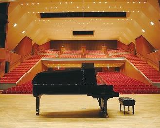 大ホールでめいっぱいの演奏が楽しめる