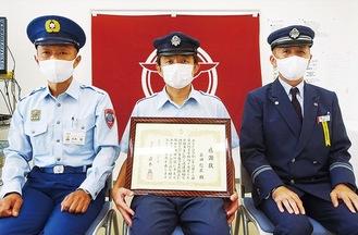 左から岩本消防長、花田さん、篠崎正也橋本営業所副所長