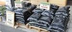 販売されている堆肥(写真は厚木市森林組合)