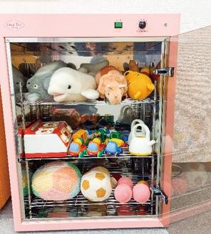ふたを閉めて電源を入れると紫外線でおもちゃを殺菌