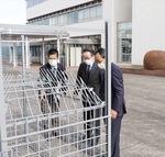 箱わなを見学する小野澤町長