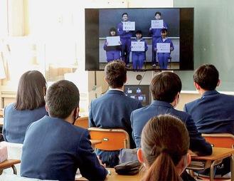 「わたしたちの誓い」を聞く愛川中原中の生徒たち