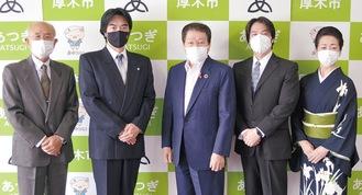 (右から)千波朱永さん、寛太郎さん、小林市長、千波一景家元、千波永松さん