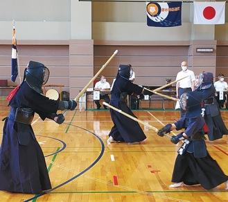 各年代の剣士が日頃の鍛錬の成果を披露した