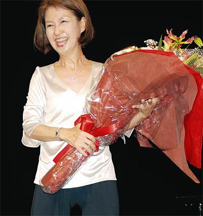 綾戸さんの歌声が観客を魅了