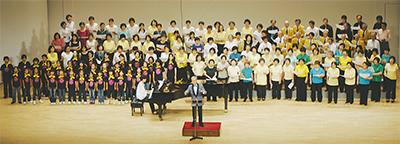 900人で「ケヤキ」を合唱
