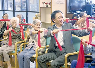 黒岩知事が高齢者施設訪問