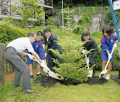 国際平和デーに植樹