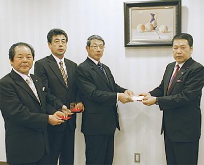 銅製鶴の売上寄付
