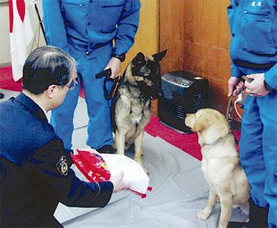功労警察犬を表彰