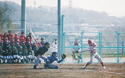 軟式野球の強豪が対決