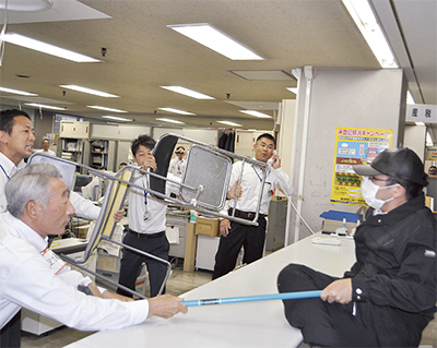 市職員が防犯訓練