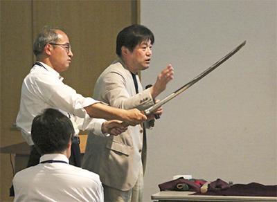 日本刀の魅力学ぶ