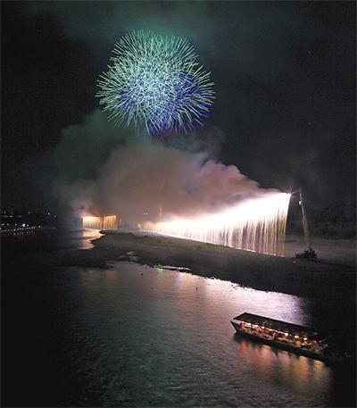花火で祝う60周年
