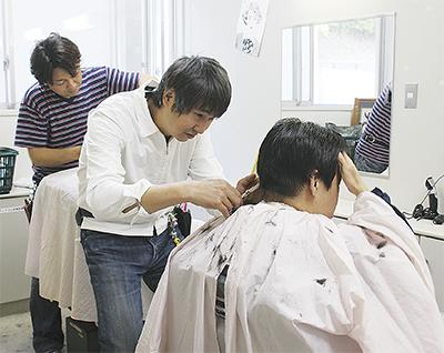 散髪ボランティア20年