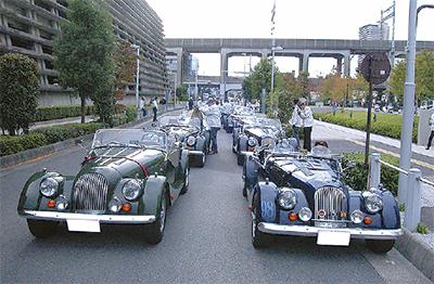 オープンカーでパレード