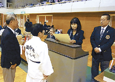 柔道大会を支援