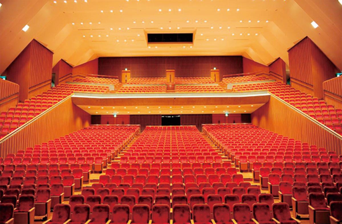 1400人収容の大ホール