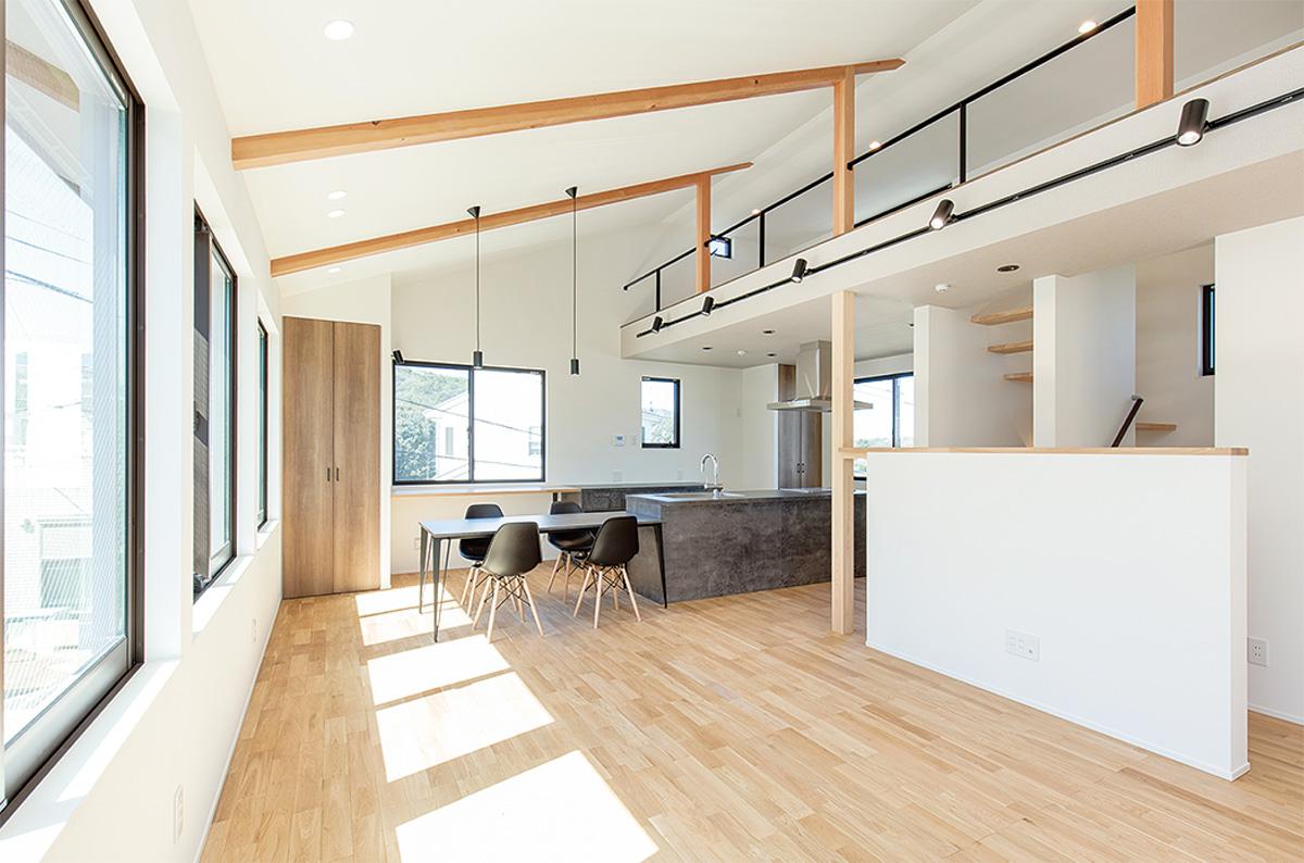 家族の時間が自然と増える開放感溢れる2階リビング