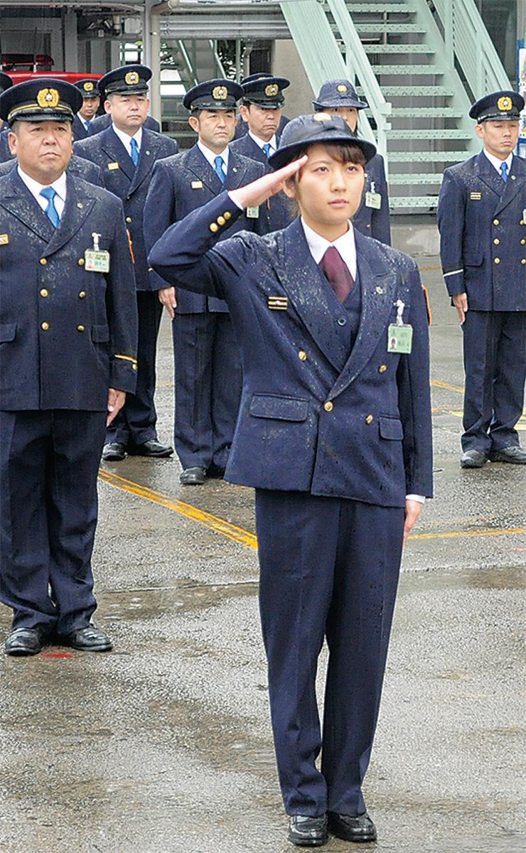 女性隊員が初の指揮