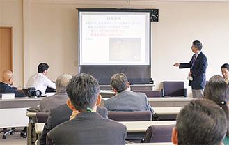 石井署長の講習を受ける参加者