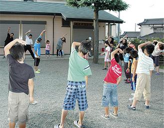 夏休みには地域の子どもたちも参加する