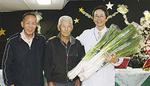 (左から)GC組合の村田義昭さんと吉岡秀雄さん、高畑病院長