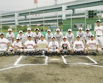 笑顔を見せる野球部員たち
