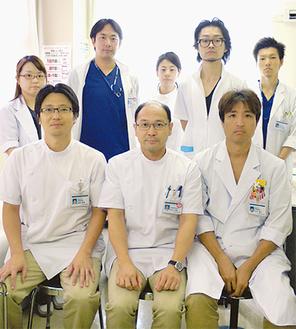 井上部長(中央)・永井副部長(右)整形外科医師スタッフ