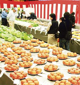 農家自慢の一品が集まる品評会(昨年)