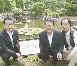 (左から)深川校長、廣田理事長、大津さん