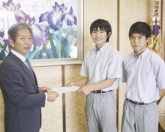 河野さん(中央)と高橋さん