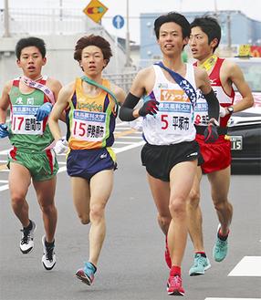 2区を走った高山選手(左から2番目)