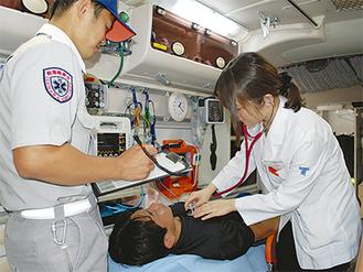 救急隊との研修作業