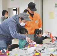 伝統のせみ凧を作製