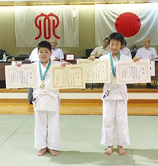 優勝した小助川くん(左)・井上くんペア