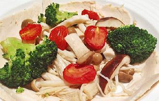 鶏胸肉ときのこの4種のHOTチーズソース