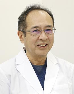 日野浩司医師。大学時代は軽音楽部でベースを担当。趣味は「井上陽水」「南こうせつ」「リトグリ」「八神純子」などのコンサート巡り