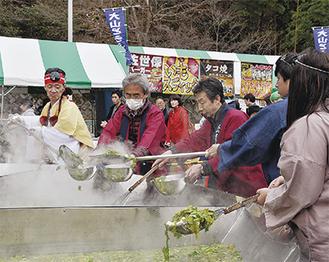 人気の仙人鍋 (写真は昨年)