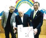 高山市長が歳訪問。左は息子の裕さん