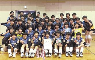 伊勢原高校女子バレー部(写真は4月の県央大会)