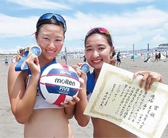 優勝した山田さん(左)と若井さん