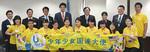 7月26日にニューヨークの国連本部を訪れた高校生大使10人(左から2番目が山口さん、右から4番目が矢野さん)