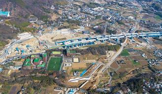 建設が進む新東名高速道路の伊勢原大山IC周辺=2019年1月撮影(中日本高速道路(株)提供)