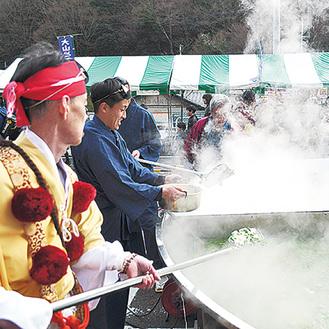直径4mの大鍋「仙人鍋」